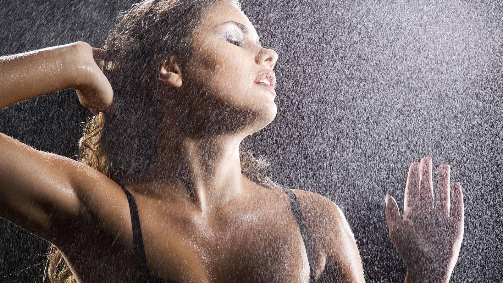 Промокшие насквозь девчонки 19 фотография